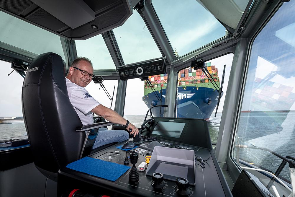 JK200603_Sleepboot de Rotterdam haalt grootste containerschip binnen-0136.jpg